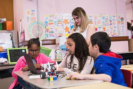 RWU student teaches engineering lesson to fourth graders.