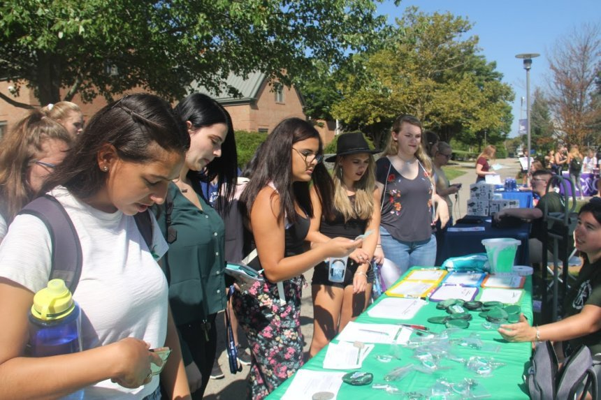Students learning about Clubs and Organizations at the Involvement Fair